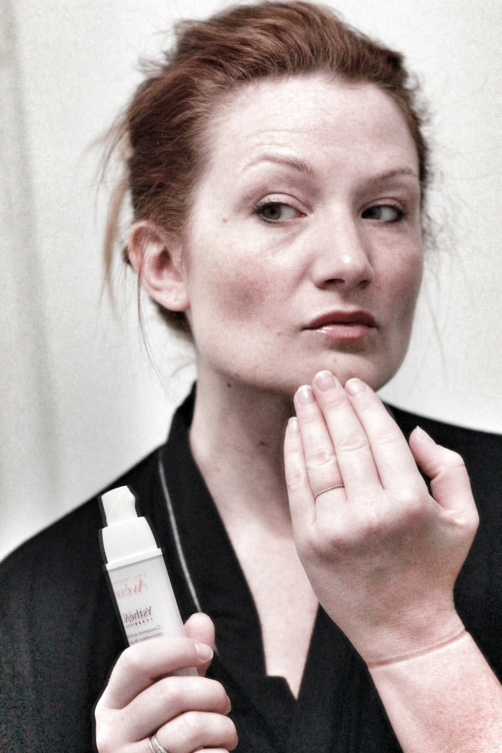 No makeup selfie; applying Avène YsthéAL Intense